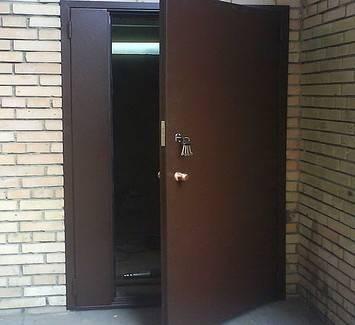 Тамбурные двустворчатые металлические двери