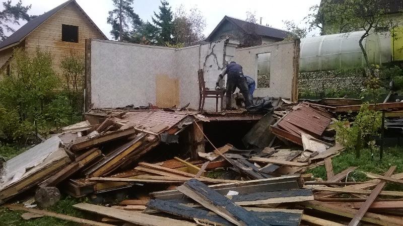 Демонтаж домов вручную
